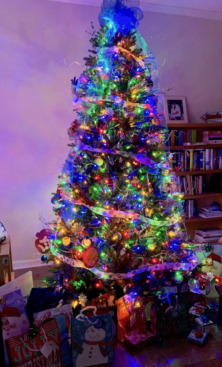 Christmas. Christmas Tree, Christmas Trees, The Holidays, Christmas Holiday, Decorations, Decorating, Decorating for the holidays, bows, Ribbons, Presents, Gifts